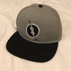 The Flash Snapback Hat. Grey/silver/black DC comic